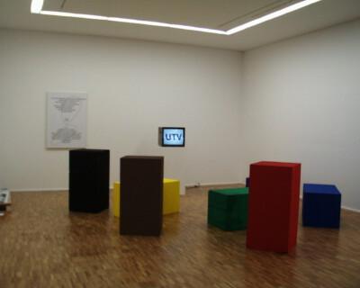 Ausstellungsansicht, Heimo Zobernig, 1998/1999, GfZK Leipzig, Foto: Hans-Christian Schink