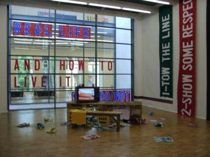 Ausstellungsansicht, >neues leben< Projekte im öffentlichen Raum im Rahmen der Expo2000 >Wendepunkt Leipzig<, 2000, GfZK Leipzig, Foto: Stefan Fischer