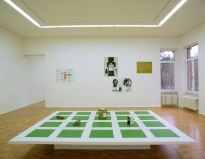 Ausstellungsansicht, Olaf Nicolai, 2001/2002, GfZK Leipzig, Foto: Uwe Walter