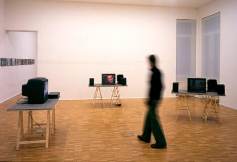 Ausstellungsansicht, Der dritte Sektor, 2002, GfZK Leipzig, Foto: Hans-Christian Schink