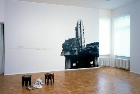 Ausstellungsansicht, Azra Aksamija: Der gefallene Engel, 2003, Foto: GfZK Leipzig