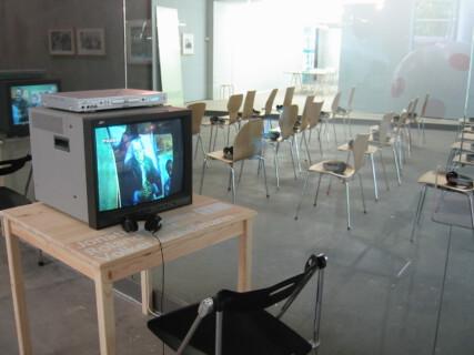Ausstellungsansicht, Volker Eichelmann, Jonathan Faiers und Roland Rust, Der zweite Blick, 2004, GfZK Leipzig, Foto: Andreas Enrico Grunert