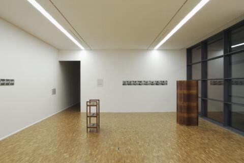 Ausstellungsansicht, Gray Zones, 2006, GfZK Leipzig, Foto: Andreas Enrico Grunert