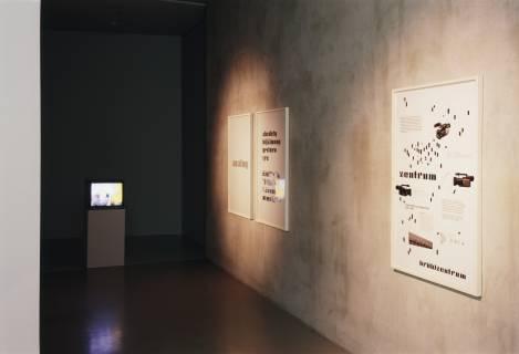Ausstellungsansicht, Dorit Margreiter: ANALOG (Blinky Palermo), 2006, GfZK Leipzig, Foto: Andreas Enrico Grunert