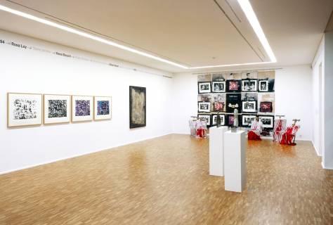 Ausstellungsansicht mit Werken von A. R. Penck, Emil Schumacher, Hartwig Ebersbach, Friedrich B. Henkel, Werner Stötzer (v. l. n. r.), DEUTSCHE GESCHICHTEN, 2007, GfZK Leipzig, Foto: Andreas Enrico Grunert