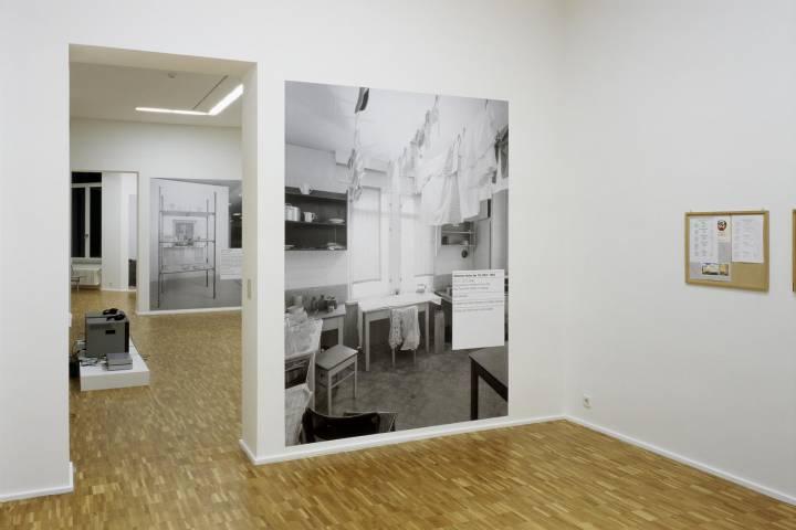 "Ilya Kabakov ""Stimmen hinter der Tür""; Fotograf A. E. Grunert"