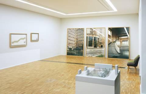 Ausstellungsansicht mit Werken von Blinky Palermo, Günther Förg und Mischa Kubal (v.l.n.r.). Foto: Andreas Enrico Grunert