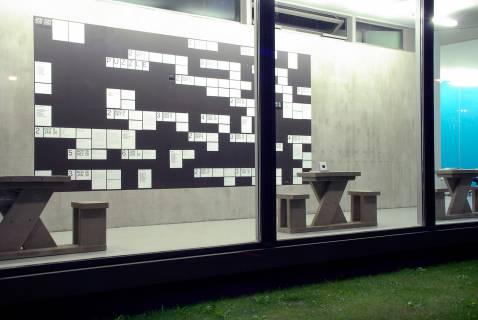 """Die Struktur der Sammlungsausstellung """"Puzzle"""" grafisch umgesetzt von Ana Lena von Helldorff und Toni Schönbuchner. Foto: Sebastian Schröder"""