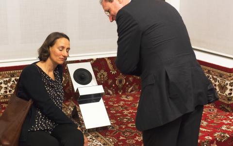 Führung durch die Ausstellung Slavs & Tatars, INFORM Kunstpreisträger 2014