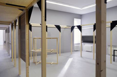 Zak Kyes Working With…, 2011. Ausstellungsansicht. Foto: Sebastian Schröder