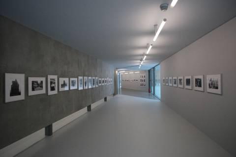 Helga Paris Fotografie, GFZK 2012. Ausstellungsansicht. Foto: Frank-Heinrich Müller