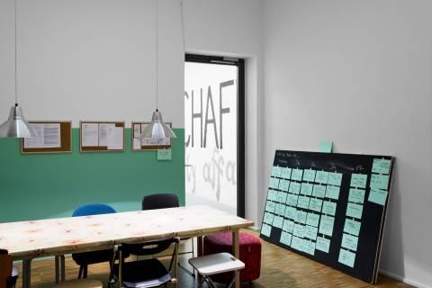 Installationsansicht. Hausgemeinschaft, GfZK 2013. Foto: Sebastian Schröder