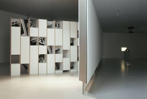 Anri Sala. Byrek, 2000. & Michaela Schweiger: Zurück in die Stadt von morgen, 2005, 2013. Foto: Andy Schulze.