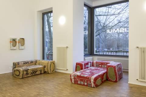 Taras Kamennoy, Möbelmodul: Sofa Super Comfort, 2013-2015. Foto: Matthias Ritzmann