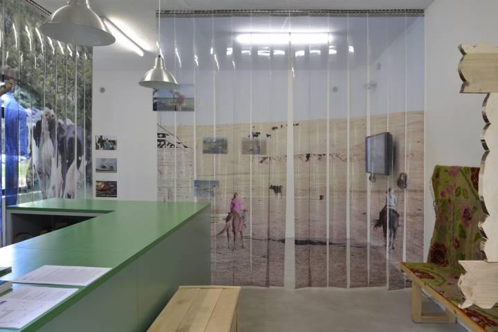 International Village Show 3/8. Ausstellungsansicht, 2015. Foto: Sebastian Schröder