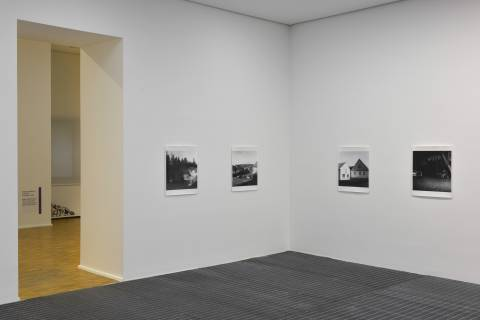 Martin Reich: debris, seit 2005 ; Svätopluk Mykita: Holz aus Porzellan, 2001. Foto: Sebastian Schröder