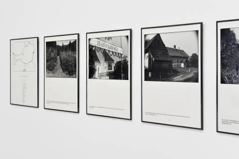 Seiichi Furuya: Staatsgrenze, 1981-83. Ausstellungsansicht. Foto: Sebastian Schröder