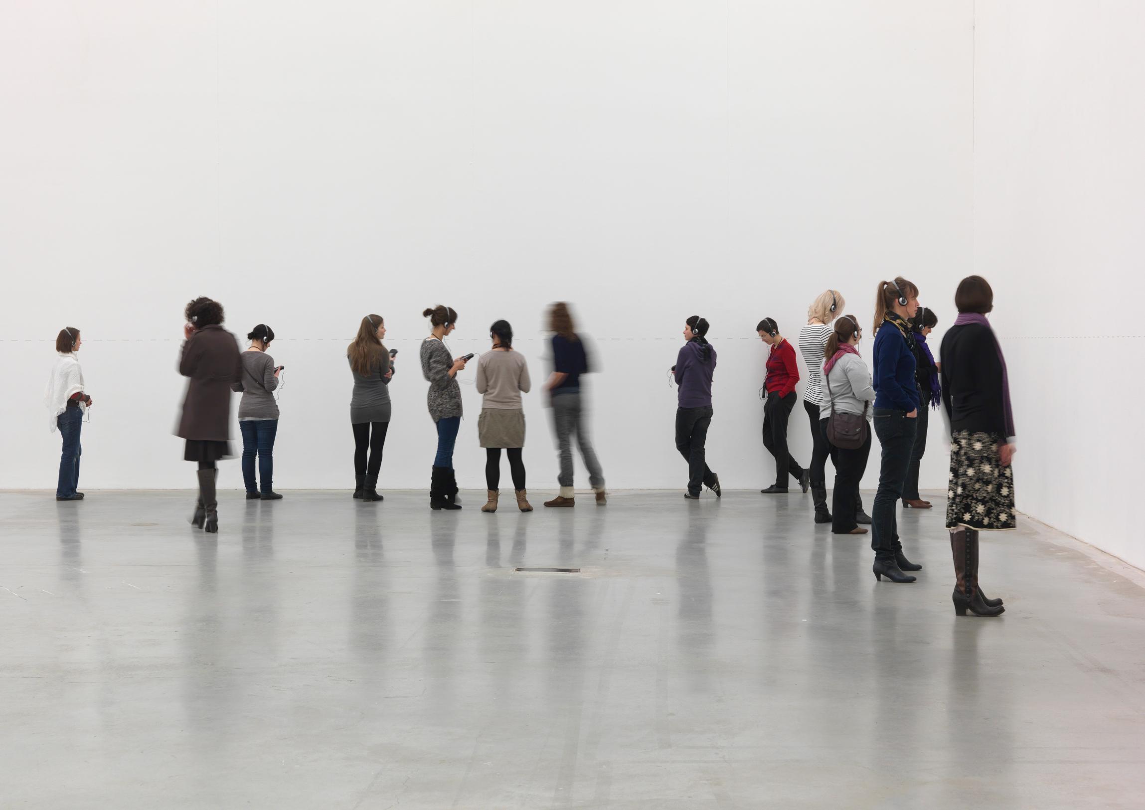 Karin Sander: ZEIGEN. Eine Audiotour. Foto: Jens Ziehe, 2010. Courtesy of the artist, Esther Schipper Galerie, Berlin, Galerie nächst St. Stephan, Wien, Galería Helga de Alvear, Madrid / VG Bild-Kunst