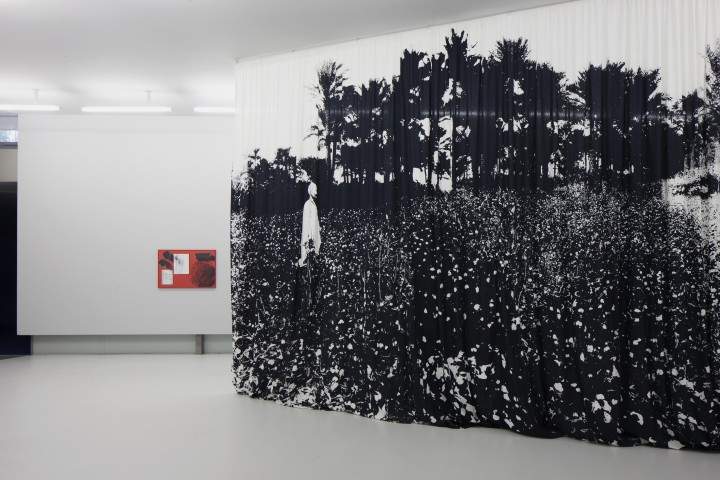 installation view, Céline Condorelli, White Gold and Cotton/Rubber, 2015