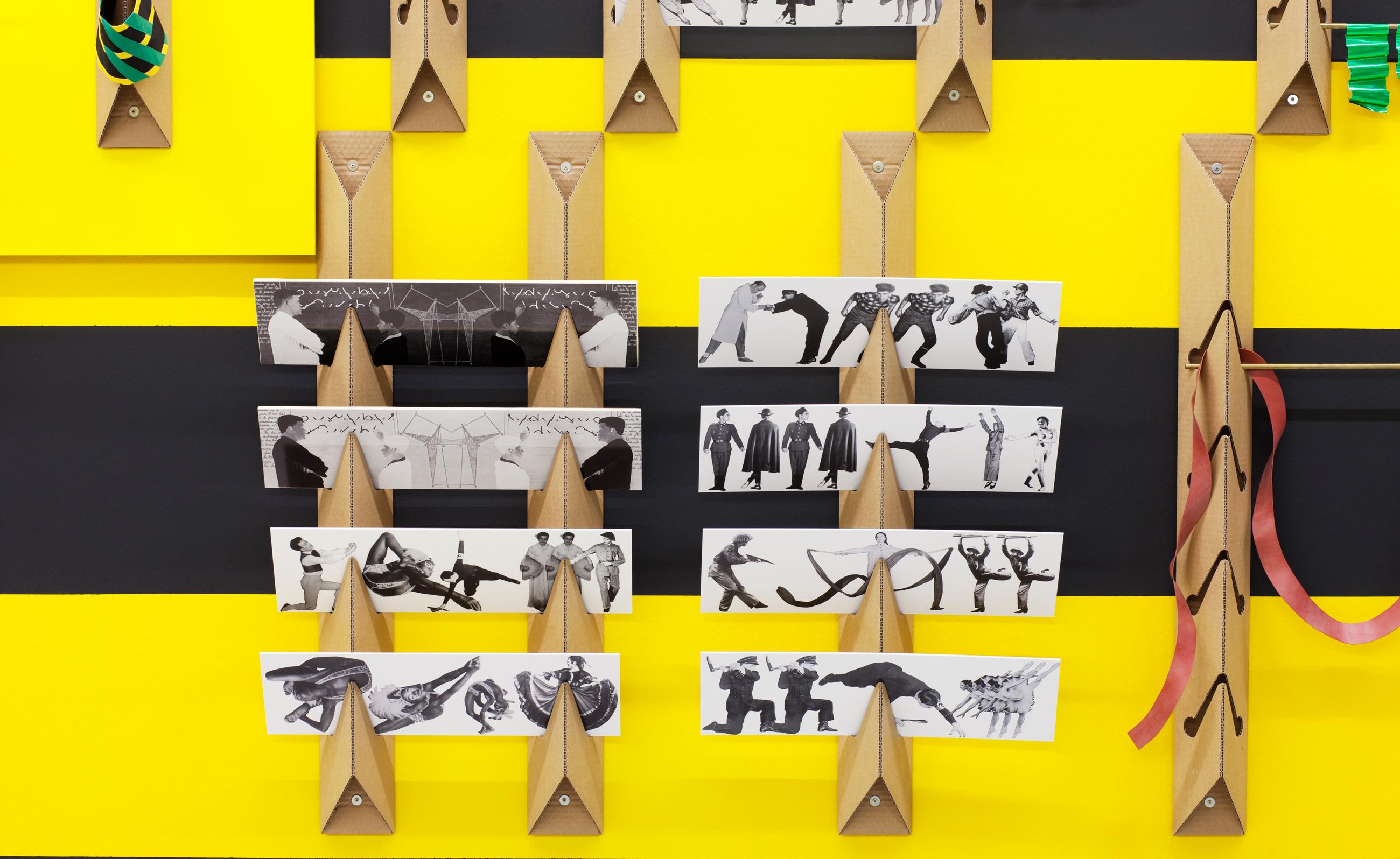 Pass-Stücke, Ausstellungsansicht, Suse Weber: emblematische Skulpturen, 2017, ©GfZK