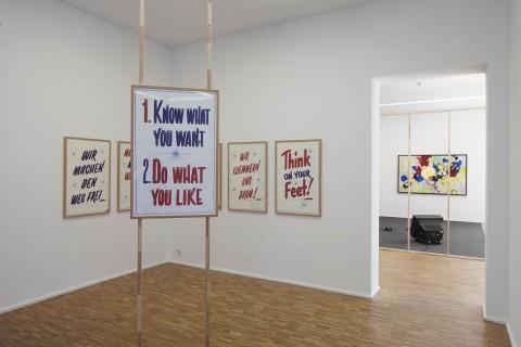 Ausstellungsansicht, Pass-Stücke, Christine Hill, Service Slogans, 2018, Foto: Wenzel Stählin