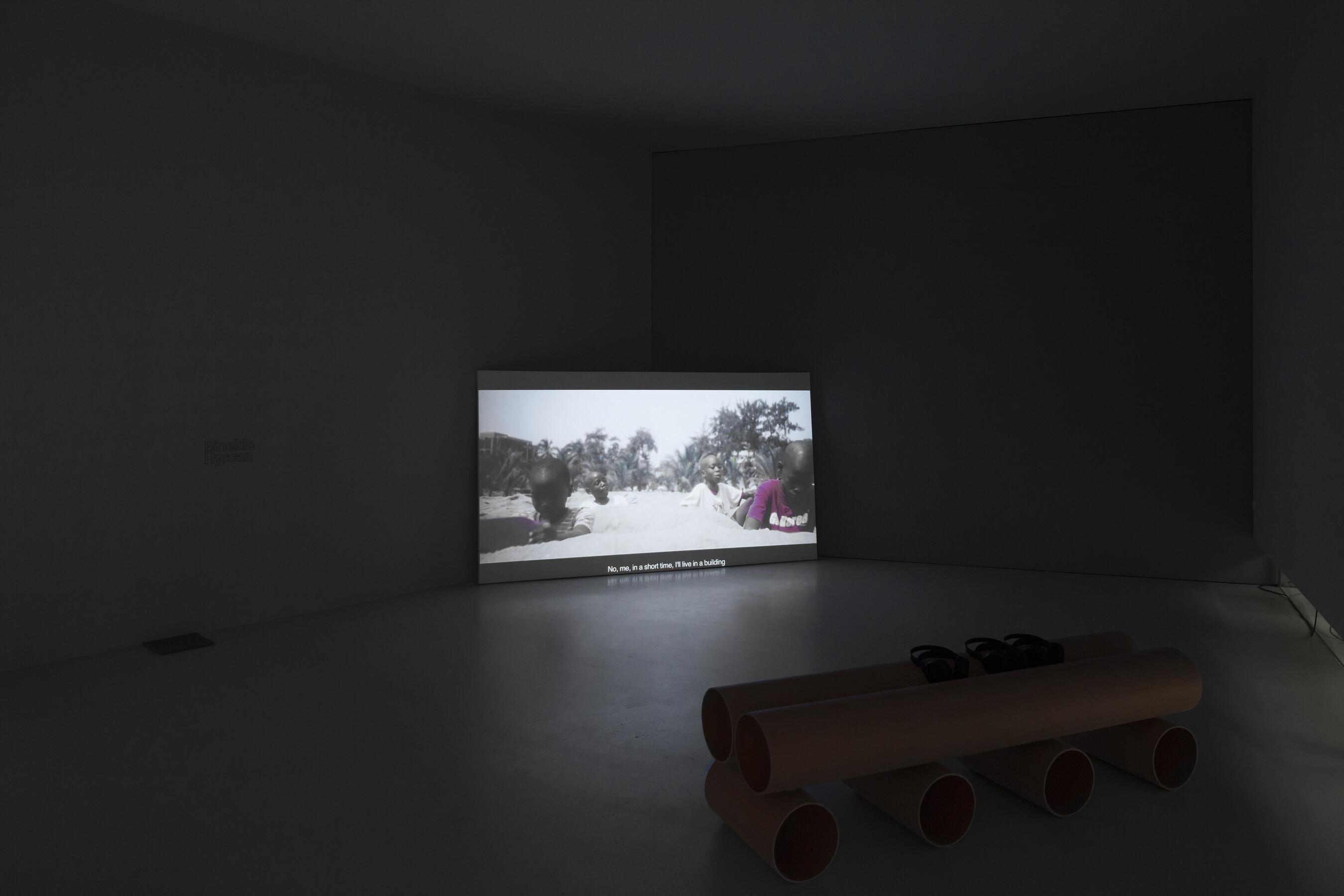Binelde Hyrcan, Cambeck, 2011, Gaudiopolis - Versuch einer guten Gesellschaft, Ausstellungsansicht, © Galerie für Zeitgenössische Kunst
