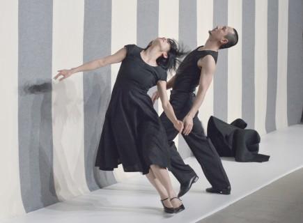 "Shi Xuan, Zhou Niannian in ""SOS"" von Gerhard Bohner, Tanzcompanie Rubato, Ein Tanzfonds Erbe Projekt, Foto © Gerhard F. Ludwig"
