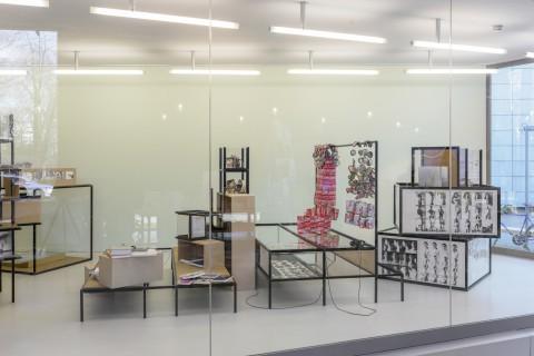 Installationsfoto: Gabriele Stötzer und Paula Gehrmann, Bewußtes Unvermögen, GfZK