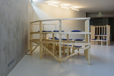 Clemens von Wedemeyer, Mehrheiten, 2019. Foto: Alexandra Ivanciu. Courtesy KOW, Berlin and Galerie Jocelyn Wolff, Paris.