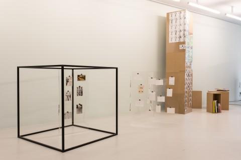 Installation: Gabriele Stötzer und Paula Gehrmann, Bewußtes Unvermögen: Das Archiv Gabriele Stötzer #3. Photo: Alexandra Ivanciu