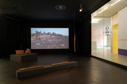Ausstellungansicht, Kunst_Handwerk, Antje Majewski, Olivier Guesselé-GaraiGfZK Leipzig, Foto Alexandra Ivanciu