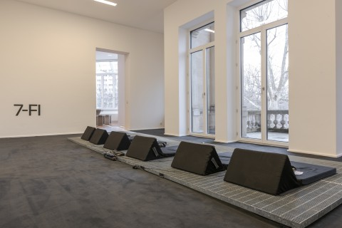 Ausstellungsansicht, Am Ende diese Arbeit, fabrics interseason, Naherholung, GfZK, Foto Alexandra Ivanciu