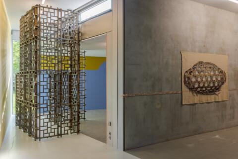 Ausstellungansicht, Plamen Dejanoff (links), Antje Majewski (rechts), Kunst_Handwerk, GfZK Leipzig, Foto Alexandra Ivanciu (60)