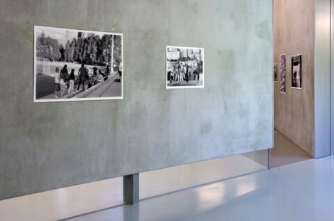Ausstellungsansicht, Wenn jemand eine Reise tut mit u.a. Arbeiten von Arthur Zalewski, 2011 Foto: Sebastian Schröder