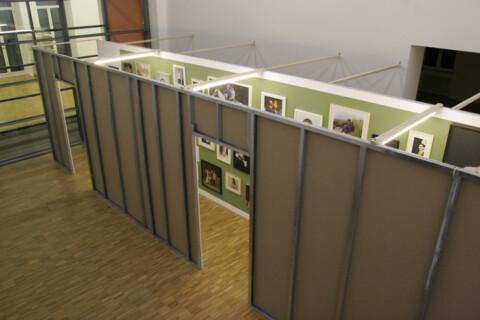 Ausstellungsansicht, Flurstück 1 (Klasse Timm Rautert), 2007, GfZK Leipzig, Foto: Andreas Enrico Grunert